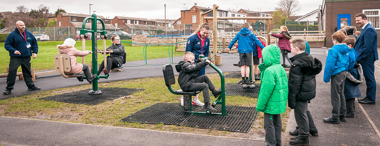 Olympian Rebekah Wilson training class of children to use outdoor gym