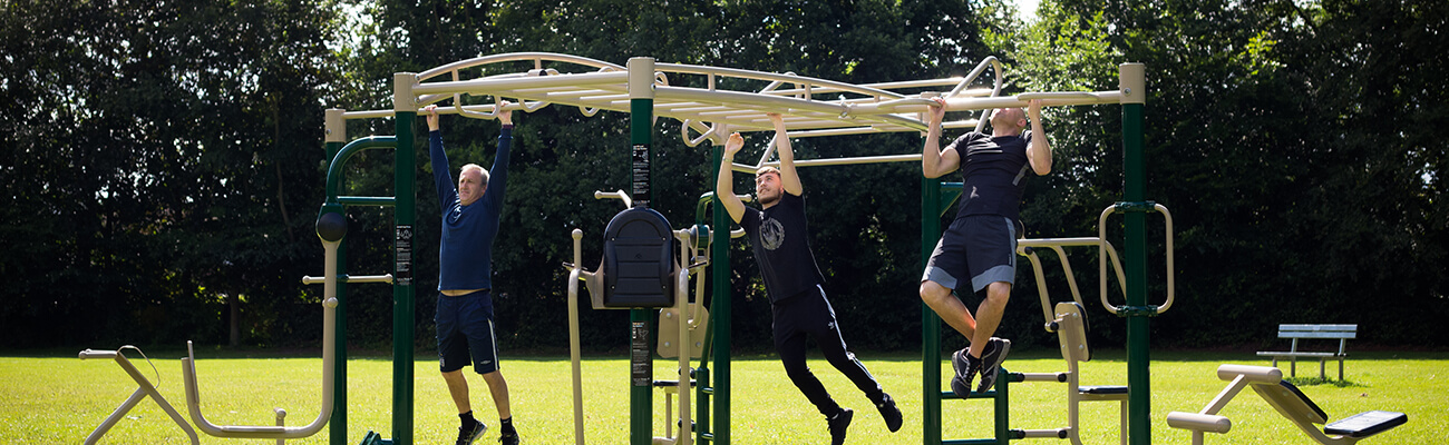 Outdoor fitness stations rig